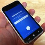 Facebook plănuiește să facă un telefon?